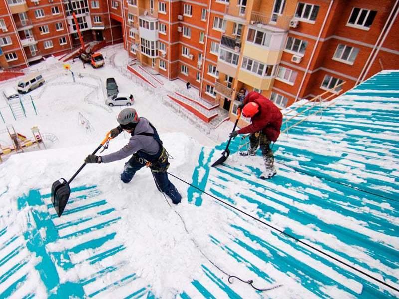 Для чего нужна уборка снега и как часто ее следует производить