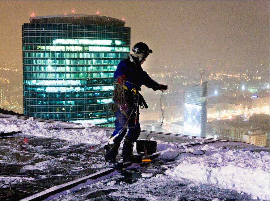 Чем опасен снег на крыше: три самых частых негативных сценария